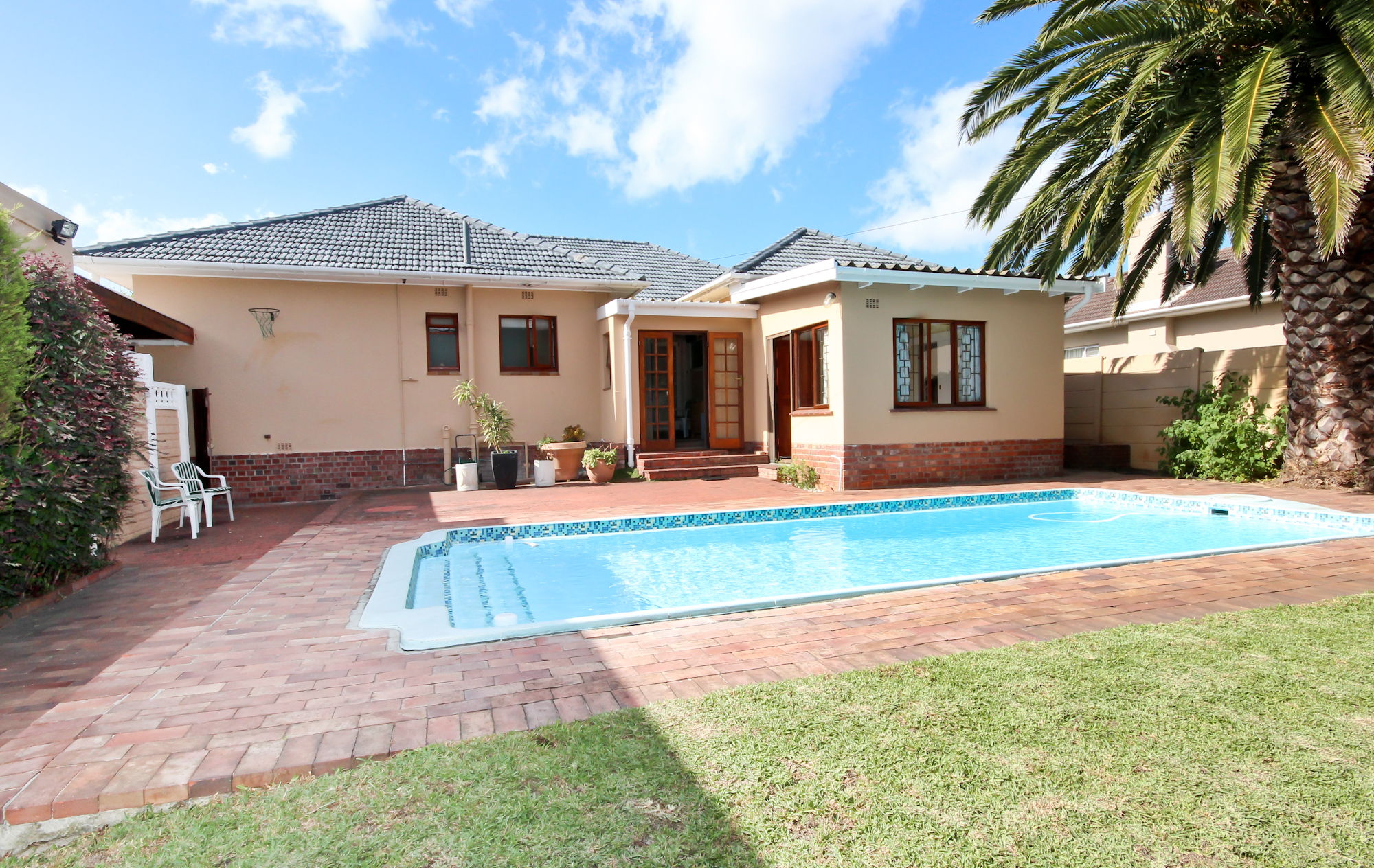 Houses for sale in bergvliet bergvliet for Show house for sale
